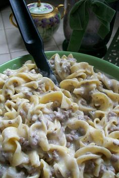 Lw: very good for quick dinner! Everything in Moderation: FAST AND FURIOUS FRIDAY- Ground Beef Stroganoff just made this for dinner I would use a tad less garlic powder and a bit more pepper Beef Dishes, Pasta Dishes, Food Dishes, Main Dishes, New Recipes, Dinner Recipes, Cooking Recipes, Favorite Recipes, Recipies