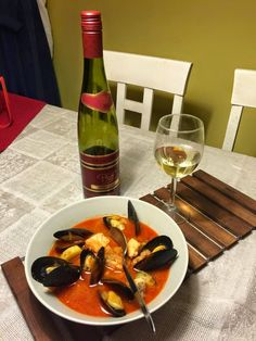 Bouillabaisse Thai Red Curry, Seafood, Fish, Chicken, Meat, Ethnic Recipes, Soups, Sea Food, Soup