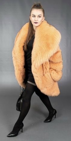 Fabulous Fox, Fur Coats, Fur Fashion, Fox Fur, Fur Jacket, Mantel, Sexy Women, Long Hair Styles, Feelings