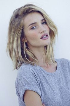 Rosie lost her beachy California waves in favour of a youthful choppy long bob - and we think she's never looked better. Instagram/@RosieHW - HarpersBAZAAR.co.uk