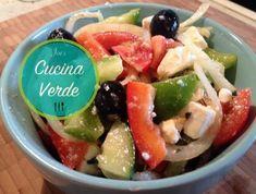 Griechischer Bauernsalat - Rezept von Joes Cucina Verde Caprese Salad, Fruit Salad, Chicken, Meat, Food, Lifestyle, Fashion, Greek Recipes, Moda