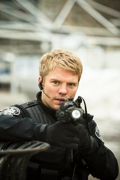 David Paetkau he is one of the reasons I love flashpoint.