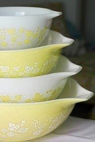 Pyrex!!!! Love the yellow!