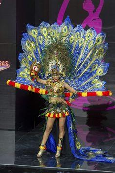 Indonesia National Costume for Miss Universe 2013 - Beauty Pageant News Miss Usa, Miss Universe Costumes, Miss Universe National Costume, Miss Univers 2013, Miss Internacional, Miss Angola, Transformer Costume, Vietnam Costume, Miss Mundo