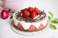 Low Carb No Bake Erdbeere-Quarktorte mit Schokoboden   Low Carb Köstlichkeiten