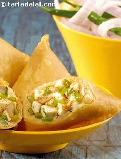 Samosa, the most famous street snack, gets a make over! we have used paneer and capsicum instead of the usual potato mixture. Health buffs, go for low-fat paneer and bake in a pre-heated oven at 200°c (400°f) for 15 to 20 minutes, or till done.