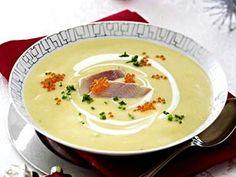 Das Rezept für Kartoffelcremesuppe mit Forelle und Kaviar und weitere kostenlose Rezepte auf LECKER.de