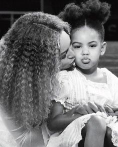BEYONCE AND BLUE IVY. Hi guys! Today will be my last day of posting Beyonce for a while! I have decided to start more KPOP boards now so. Beyonce 2013, Beyonce World, Estilo Beyonce, Beyonce Knowles Carter, Beyonce Style, Beyonce And Jay Z, Blue Ivy Carter, King B, Beyonce Beyhive