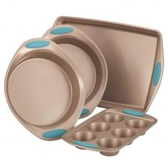 Rachael Ray Cucina Bakeware Set, Latte Brown with Agave Blue Handle Grips. This Rachael beam bakeware set highlights strong carbon steel Price Rachel Ray, Pan Set, Baking Pans, Baking Sheet, Baking Utensils, Baking Soda, Cake Baking, Rustic Kitchen, Kitchen Dining