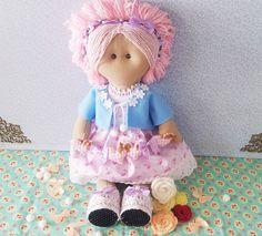 Acompanhe o passo à passo de como fazer uma boneca russa de malha costurada à mão.