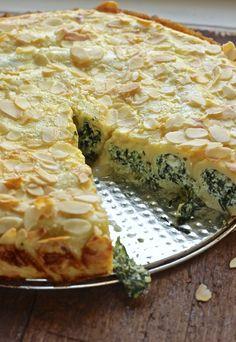 torta arrotolata di crepes con verdure di campo