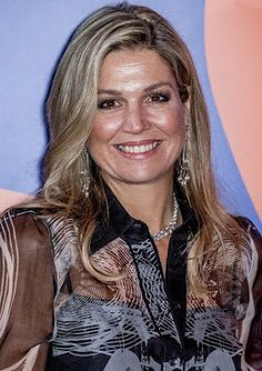 Queen Maxima of The Netherlands attends the award ceremony for the Prince Bernhard Culture Fund 2016 (The Prins Bernhard Cultuurfonds 2016) at the Music Building on the IJ in Amsterdam, The Netherlands. The Queen presents the Prince Bernhard Culture Fund to Peruvian-Dutch documentarian director Heddy Honigmann. The Queen wore a Mattijs van Bergen Meeusen Hypnose shirt & trouser