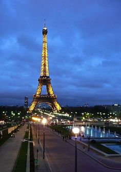 Eiffel Tower - This weeks Travel Pinspiration on the blog is things to See in Paris, France