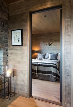 Alt er mulig med paneler i tre Scandinavian Cabin, Chalet Interior, Log Home Interiors, Barn Renovation, Log Home Decorating, Cozy Cabin, Wooden House, Log Homes, House Floor Plans