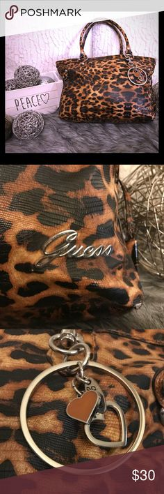 """Guess Leopard Purse 👜 Leopard Guess Purse  Please note there is pen marking on the inside.  4 inside pockets 1 outside pockets  Material - Faux Leather  Length - 16.5 Height - 10"""" Strap - 9""""  📦Fast Shipping  ✅Always Clean & Packaged Well 💖I Consider All Reasonable Offer 💖 🚭Smoke Free Home Guess Bags Totes"""