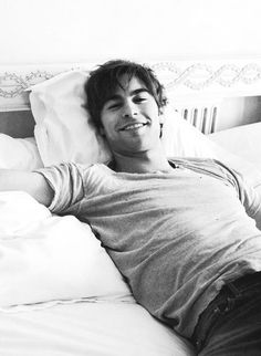 Chace Crawford - if that isn't an inviting look I don't know what is. I will fill that empty bed for you!