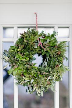 Christmas magic in the November garden • Pomponetti Christmas Greenery, Christmas Wreaths, Christmas Decorations, Holiday Decor, Advent, Joy, Plants, Home Decor, Fixer Upper