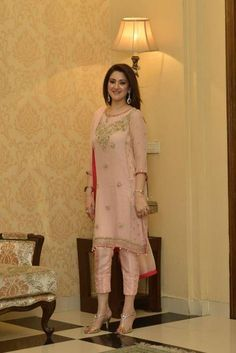Every year the trend of ladies dresses has been appearing with so many changes. Ladies Fancy Dresses in Pakistan consist of formal and luxury evening. Check out fancy dresses for girls and women here Indian Attire, Indian Wear, Pakistani Outfits, Indian Outfits, Estilo India, Modele Hijab, Ladies Fancy Dress, Desi Clothes, Indian Designer Wear