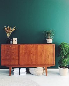 Mid Century Modern Sideboard, Teak Sideboard, Home Decor Colors, Colorful Decor, Home Interior Design, Interior Decorating, Green Bedroom Decor, Cute Furniture, Dream Decor