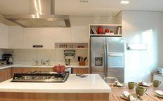 Cozinha com ilha.