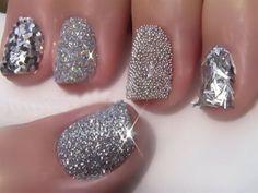 Simple Trick To Easily Remove Glitter Nail Polish !! http://www.glossypolish.com/simple-trick-to-easily-remove-glitter-nail-polish/#nailpolish #manicure #makeuphacks #glossypolish