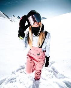 The Notorious Bib is exciting for many reasons! Not only is it the first-ever Bib pant from Dope, but the neatly designed pant is home to many handy features and is crafted from top-notch performing… Snow Outfits For Women, Ski Outfits, Mode Au Ski, Snowboarding Style, Snowboarding Quotes, Snowboarding Women, Snowboard Girl, Snowboard Goggles, Bib Snow Pants