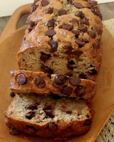 Try this Peanut Butter Chocolate Banana Bread recipe! We took our favorite banana bread recipe and replaced butter with peanut butter and added chocolate Just Desserts, Delicious Desserts, Dessert Recipes, Yummy Food, Chocolate Banana Bread, Chocolate Peanut Butter, Chocolate Chips, Donuts, Dessert Bread