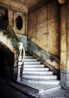 Staircase in cuba. Photo by Sharyn Cairns Old Buildings, Abandoned Buildings, Abandoned Places, Old Mansions, Abandoned Mansions, Amazing Architecture, Architecture Details, Varadero, Stairway To Heaven
