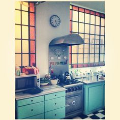 The style of this kitchen is so cool!
