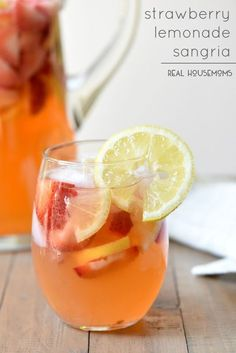 STRAWBERRY LEMONADE SANGRIA is very refreshing and super tasty! Pitcher drinks are the best for entertaining!! Click through for recipe!