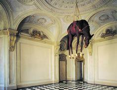 A arte polêmica de Maurizio Cattelan