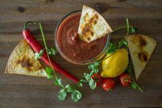 Spicey Salsa Sauce met homemade Nacho Chips! Healthy snack :) en super lekker!