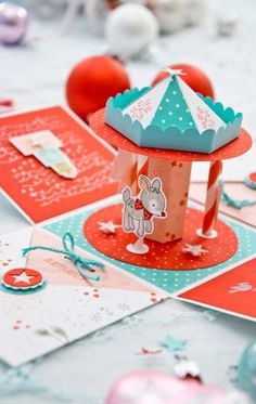 This would be a great idea for a baby shower box pop up Weihnachts-Karussell Diy Gift Box, Diy Box, Diy Gifts, Diy Paper Box, Handmade Paper Boxes, Card In A Box, Pop Up Box Cards, Diy Instagram, Scrapbook Box