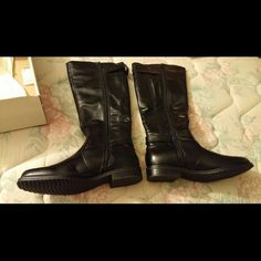 Bass Munich knee high boots Brand new, never been worn Bass boots. These are genuine leather. Black, knee high boots. 8.5 size, and medium width. They zip up on the inside of the calf. Bass Shoes Combat & Moto Boots