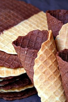 DUO- Pizzelle wafer in black and white. Waffle Cone Recipe, Ice Cream Waffle Cone, Waffle Cones, Waffle Recipes, Ice Cream Recipes, Icebox Desserts, Frozen Desserts, Frozen Treats, Yummy Treats