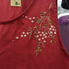 Embroidery On Kurtis, Kurti Embroidery Design, Floral Embroidery Patterns, Hand Embroidery Flowers, Embroidery On Clothes, Flower Embroidery Designs, Embroidered Clothes, Silk Ribbon Embroidery, Hand Embroidery Videos