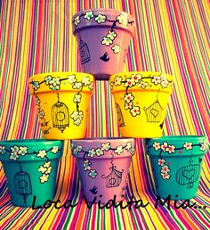 Macetas pintadas 2 Flower Pot Art, Flower Pot Design, Flower Pot Crafts, Clay Pot Crafts, Painted Plant Pots, Painted Flower Pots, Painted Pavers, Pottery Painting Designs, Decorated Flower Pots