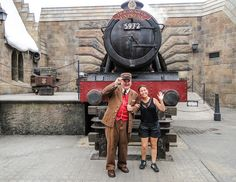 Na ficção, o trem sai de Londres para Hogsmead, levando os alunos para a escola. Em Orlando, o trem liga o Universal Studios ao Islands of Adventure, nos dois sentidos.