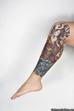 Japanese Blue Samurai Geisha Tattoo Designs, Drawings and Outlines with meaning. These Geisha tattoo sketches and images are perfect for inspiration. Asian Tattoos, Leg Tattoos, Body Art Tattoos, Cool Tattoos, Skull Tattoos, Geisha Tattoos, Japanese Tattoo Designs, Best Tattoo Designs, Japanese Leg Tattoo