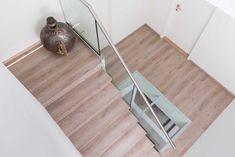 Betonnen trap bekleden met een bijpassende vloer in NEWstairs Oak Vintage Vintage, Home Decor, Decoration Home, Room Decor, Vintage Comics, Primitive, Interior Decorating