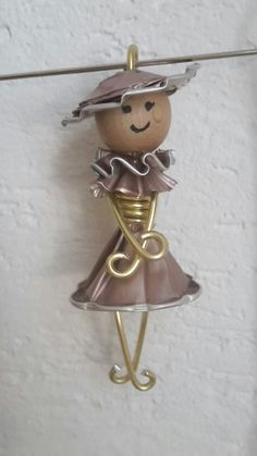 Nespresso Lady - Make Up Forever Cute Crafts, Diy And Crafts, Arts And Crafts, Diy Nespresso, Milk Cans, Coffee Pods, Upcycled Crafts, Diy Projects To Try, Art Dolls