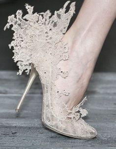 Valentino by Philip Treacy Lace Pumps Valentino Couture, Valentino Shoes, Valentino Garavani, Crazy Shoes, Me Too Shoes, Wierd Shoes, Buy Shoes, Women's Shoes, Philip Treacy