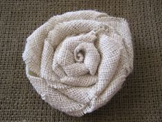 DIY burlap flowers - add them to a wreath or anything else. Burlap Projects, Burlap Crafts, Fabric Crafts, Sewing Crafts, Sewing Projects, Paper Crafts, Burlap Rosettes, Burlap Flowers, Diy Flowers