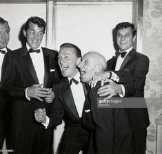 Wouldn't you love to have been a fly on the wall.Tony Martin, Dean Martin, Kirk Douglas, Jimmy Durante, and Tony Curtis Hollywood Actor, Golden Age Of Hollywood, Vintage Hollywood, Hollywood Stars, Classic Hollywood, Hollywood Celebrities, Kirk Douglas, Tony Curtis, Classic Movie Stars