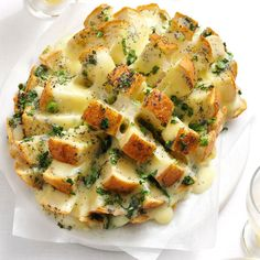 Savory Party Bread Recipe- Recipes It's impossible to stop nibbling on warm pieces of this cheesy, oniony bread. The sliced loaf fans out for a fun presentation. Appetizer Dips, Appetizers For Party, Appetizer Recipes, Popular Appetizers, Bread Appetizers, Thanksgiving Appetizers, Party Bread Recipe, Bread Recipes, Home Recipes