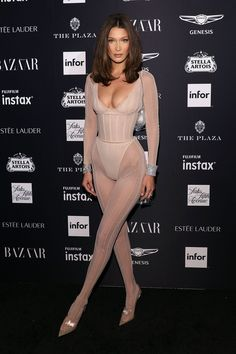 Bella Hadid attends the 2018 Harper's Bazaar ICONS Party at The Plaza Hotel on September 2018 in New York City. Bella Gigi Hadid, Bella Hadid Outfits, Bella Hadid Hair, Cheveux Julia Roberts, Maquillage Kylie Jenner, Mannequins, Supermodels, Sexy Women, Celebs