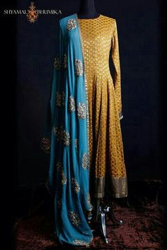 *This color yellow top, blue bottom with red dupatta* Converting this into a yellow lengha with heavy work blue dupatta Punjabi Dress, Anarkali Dress, Punjabi Suits, Lehenga, Long Anarkali, Anarkali Suits, Indian Attire, Indian Ethnic Wear, Indian Style