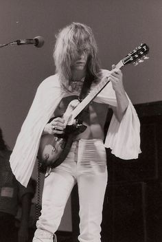 Steve Howe of Yes First guitarist to be inducted into the Rock and Roll Hall of Fame, while still being a member of Progressive Rock group Yes. Sound Of Music, Music Love, Rock Music, My Music, Rock Roll, Pink Floyd, Steve Howe, Rock And Roll History, Psychedelic Bands