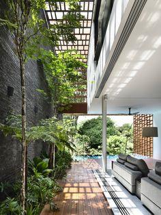 Modern Yard Design > Creative landscaping of the private house courtyard ~ Art Facade Interior Garden, Home Interior Design, Exterior Design, Interior And Exterior, Beautiful Interior Design, Modern Tropical House, Tropical Houses, Tropical House Design, Dream Home Design