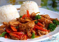 Kuřecí maso již v našich kuchyních není vůbec neznámá záležitost, dovolím si říci, že je asi nejčastěji používaným masem v každé domácnosti. Kuřecí prsa nebo kuřecí vykostěné nohy se hodí do každého receptu namísto jiného masa. Já miluji sladkou chilli omáčku na asijský nebo čínský způsob a v kombinaci se zeleninou, hlavně paprikou je to neskutečná dobrota. Jako příloha basmati rýže. Autor: Naďa I. (Rebeka)